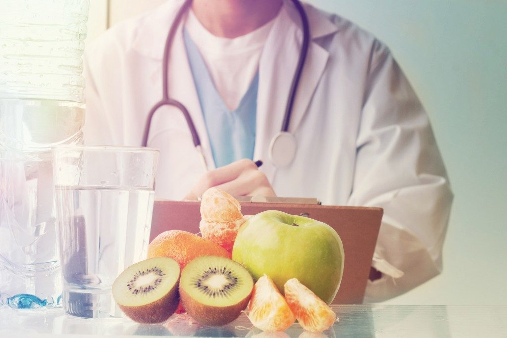 dietitian with fruits